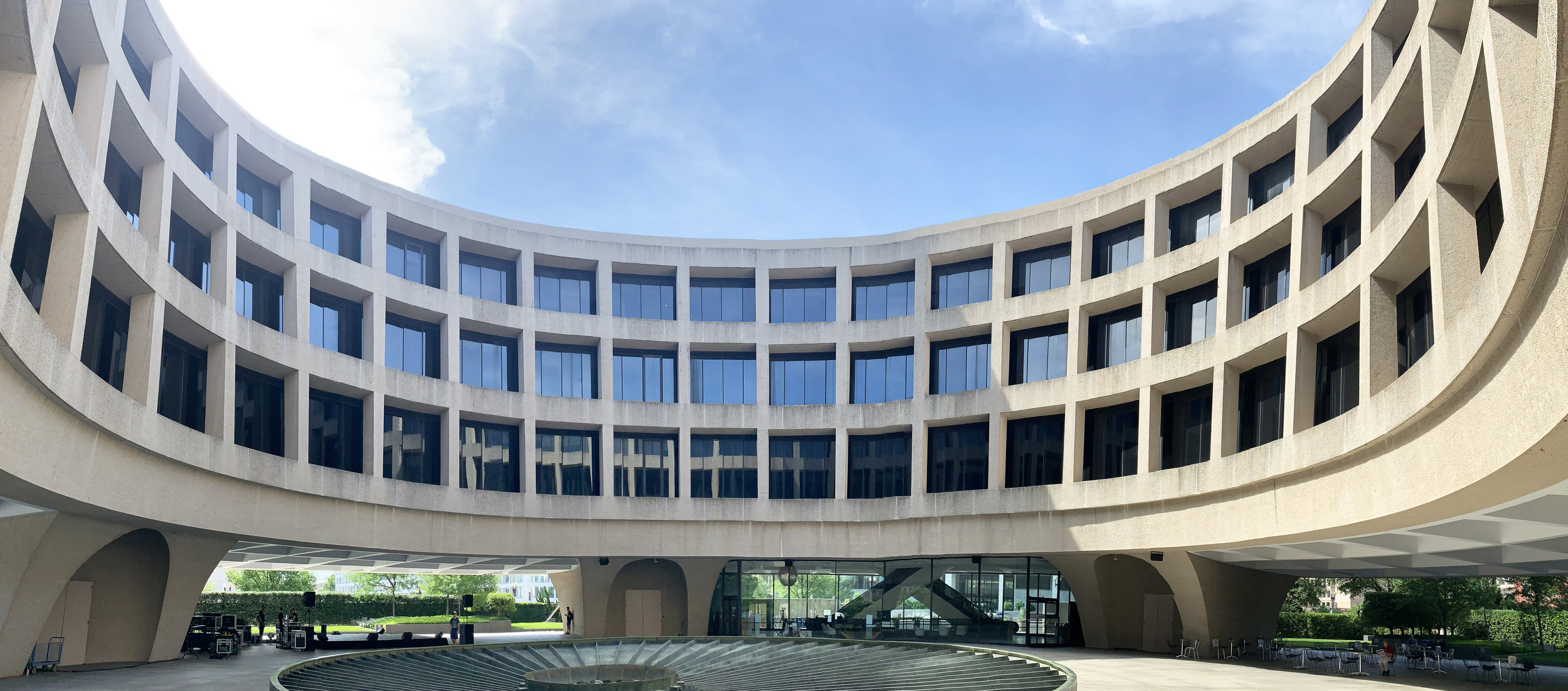 Panorama in the central courtyard of the Hirshhorn Museum
