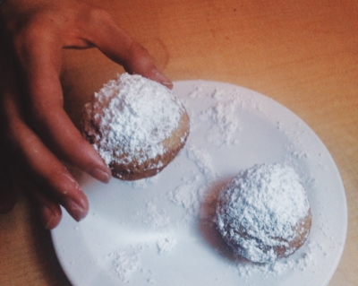 The beignets at French Quarter Cafe are served in quantities of five, but they disappear fast