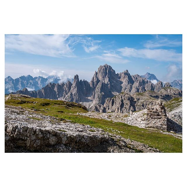 The day after  everything was painted white by the clouds i could see the beauty of the #dolomites  A wonderful day and a striking location. . . . #dolomiten #sextenerdolomiten #mountains #berge #hiking #wandern #wanderlust #travel #reisen #travelphotography #landscapephotography #reisefotografie #landschaftsfotografie #urlaub #enjoynature