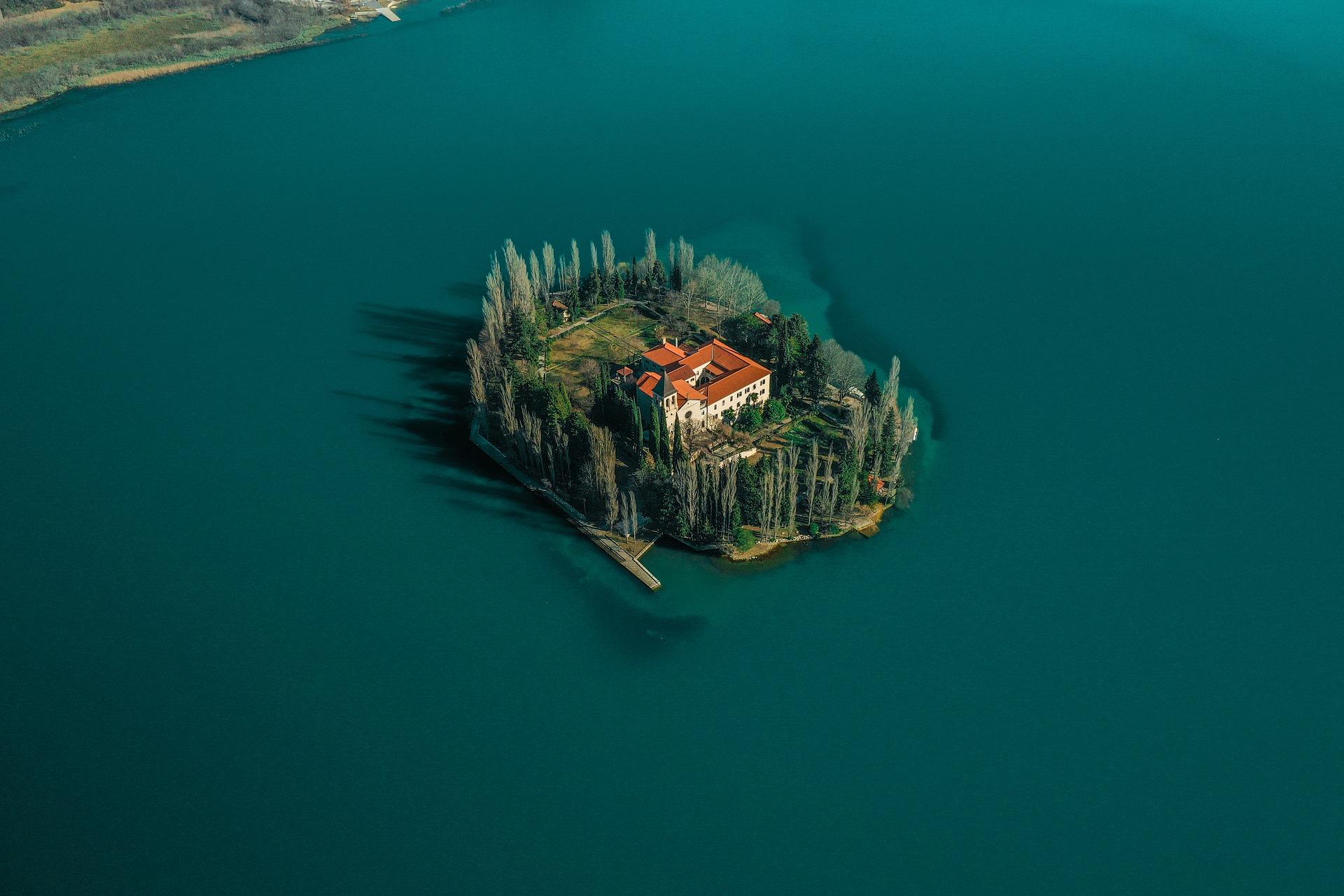 Business_Island.jpg