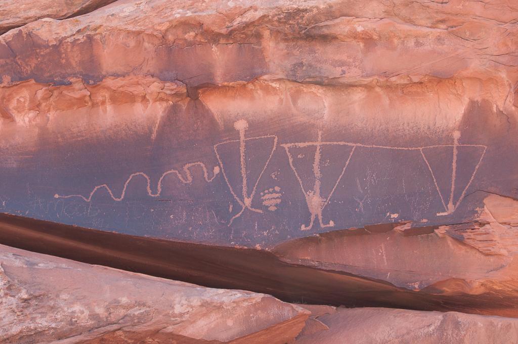 Triangular anthropological figures.
