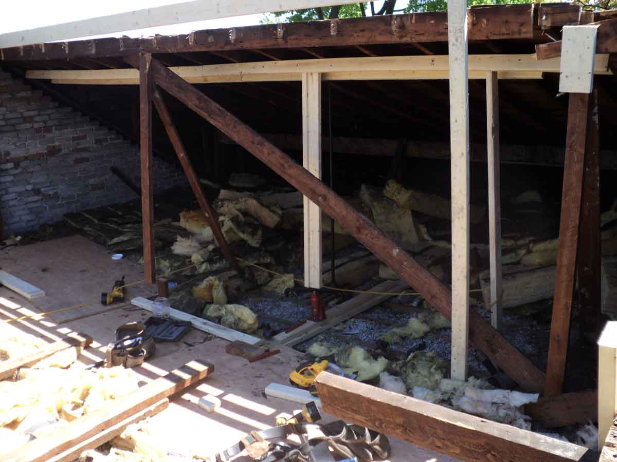 Beams (rafters) removed and we started to jack up the roof.