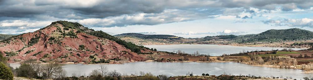 Vue sur le lac du Salagou © Melkan Bassil - Photographie disponible sur  www.imagesoccitanie.com