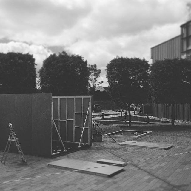 Perfect day for an installation 🌞 @bondandcoyne @inspiredaub #cube