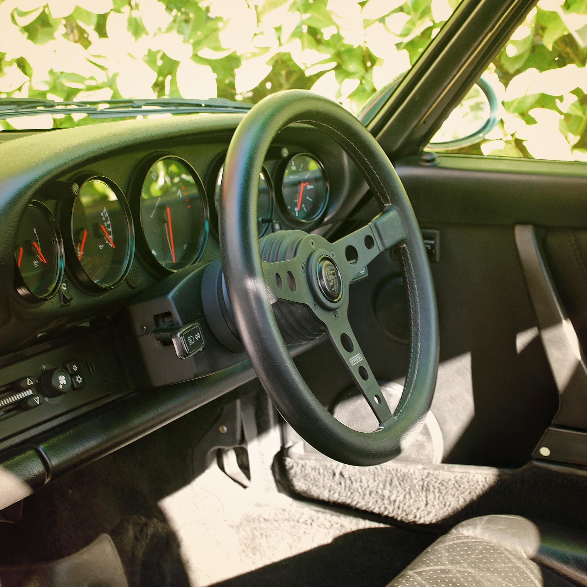 Porsche Dash.jpg