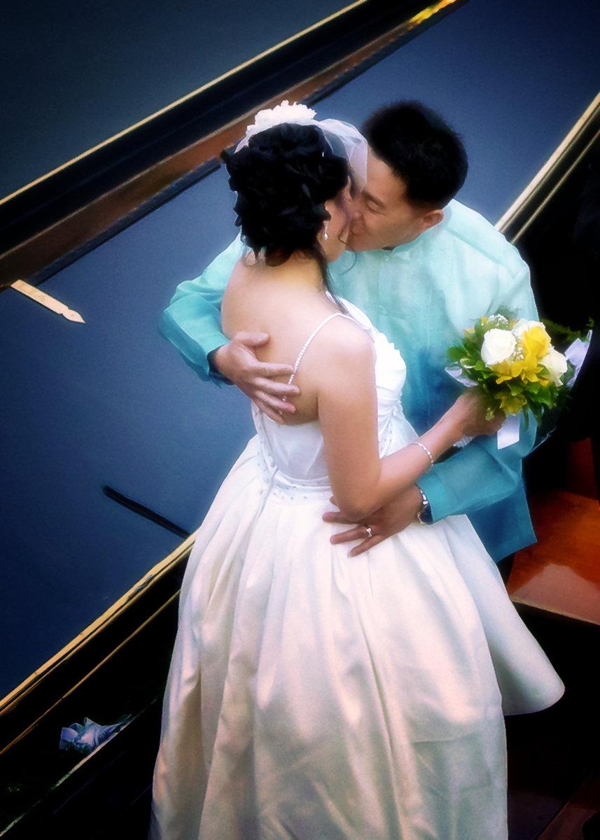 Gondola Wedding 3891CROP.jpg