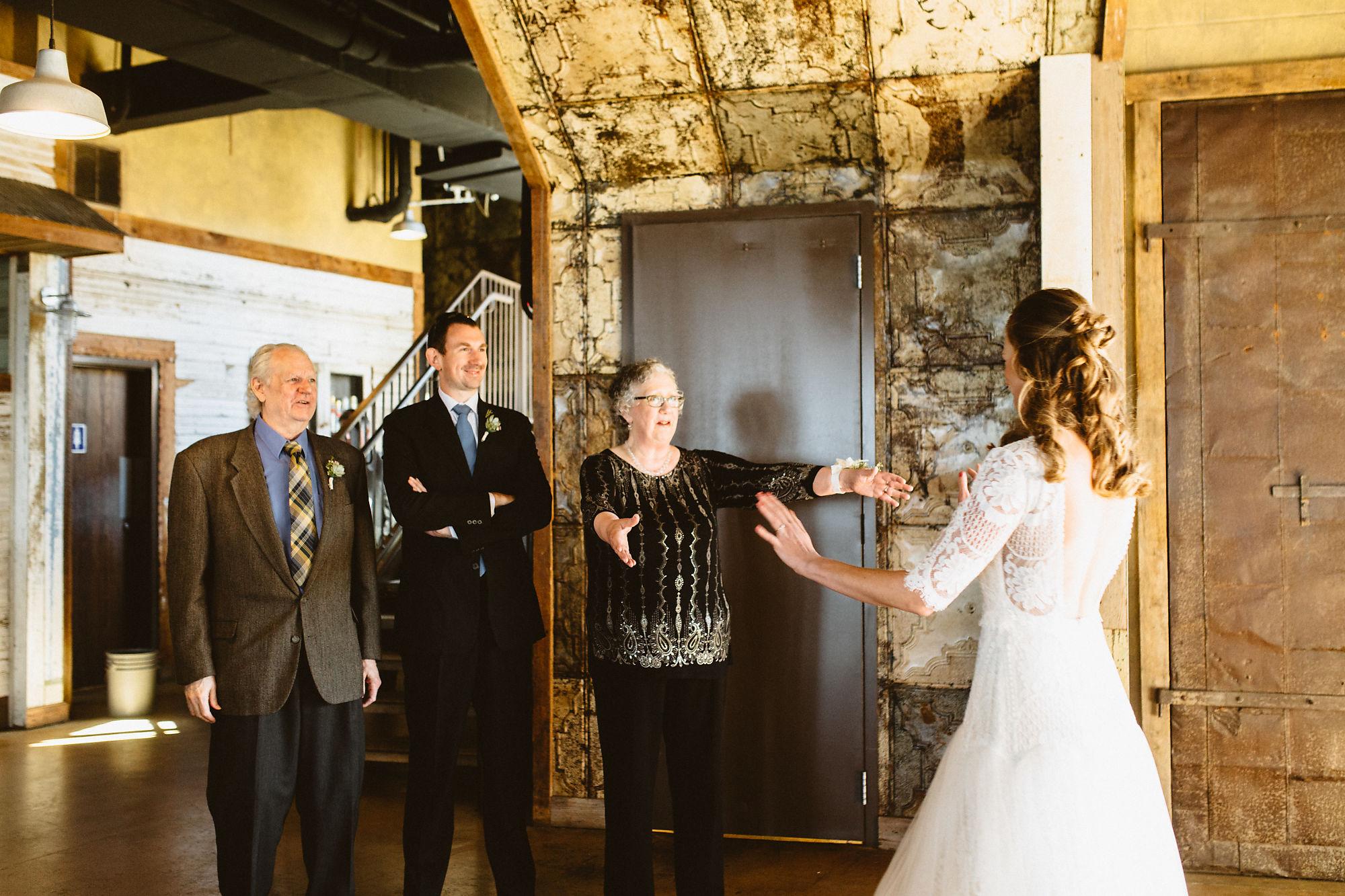 jessica_austin_oasis_brewery_wedding_photos121518.jpg
