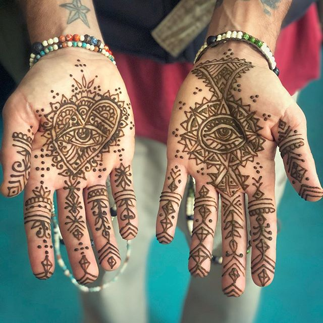 I was asked to create designs for a brand new company  it was really fun to adorn the palms of the hands for a photo shoot #theeyeofhenna #bracelets #jewelry #handmade #buylocal #portlandmaine #maine #positivevibes #mehndi @oftheearthjewelrycollective #beauty #henna #palms #protection #offering #hands #accessories