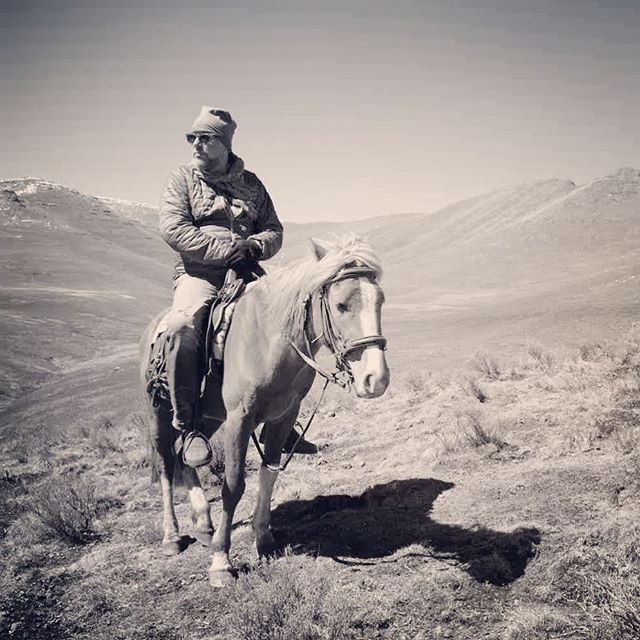 """A man's got to do what a man's got to do."" #lesotho #davidduchemin #horse #horseriding #overlanding w/ @davidduchemin & @noseworthynotes"