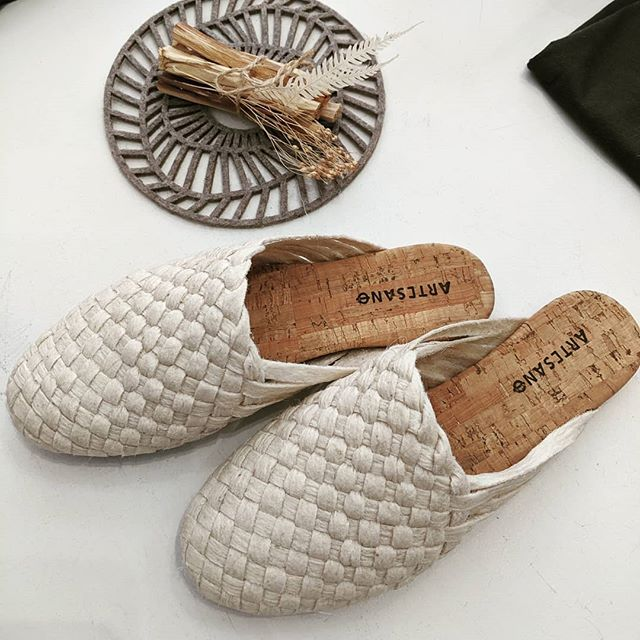 Shoes made from pineapple leaves! @pinatex @thepiececollective 🍍🙌✨ #wasteismore  #circulareconomy  #newshoes #newmaterial #materialscience  #veganleather #alternative