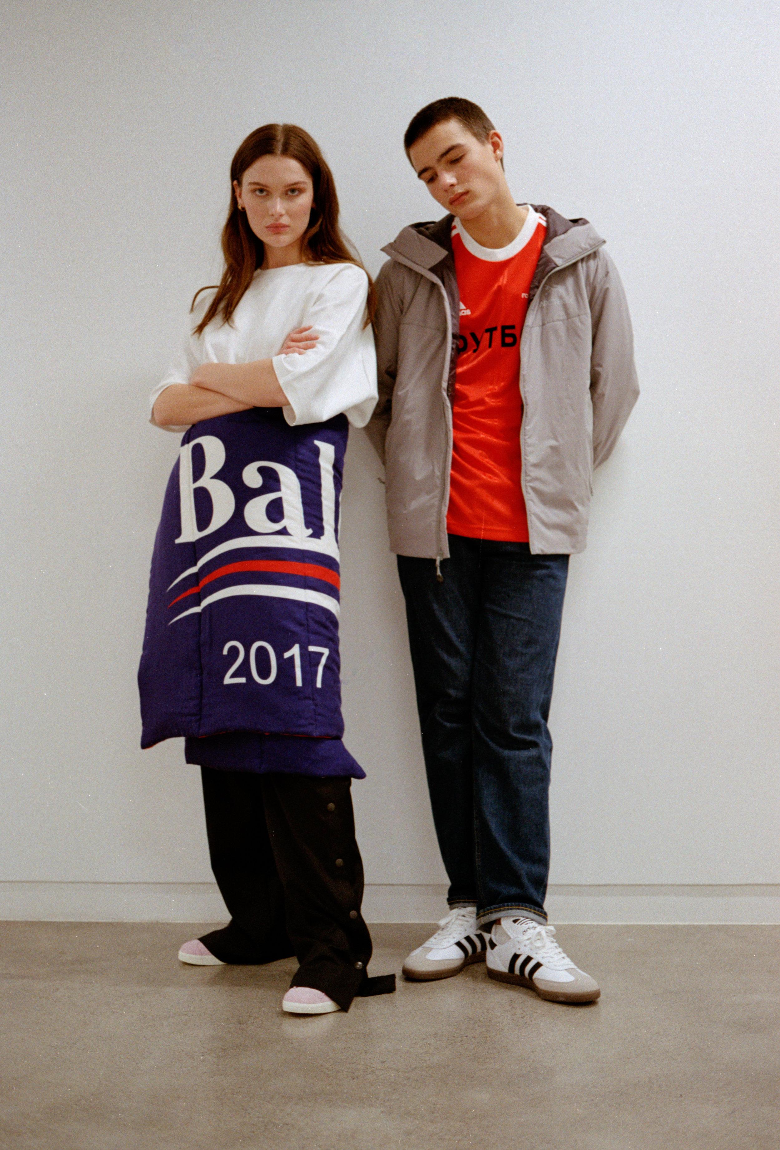 Pauline: T-skjorte ADIDAS Skjerf som skjørt BALENCIAGA Bukse ADIDAS Sko Adidas Kornelius: Jakke ARC'TERYX T-skjorte  GOSHA RUBCHINSKIY Bukse LEE Sko ADIDAS