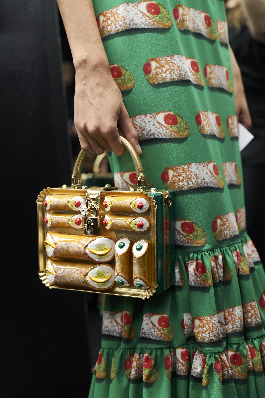 dolce-and-gabbana-summer-2018-women-fashion-show-backstage-32.jpg