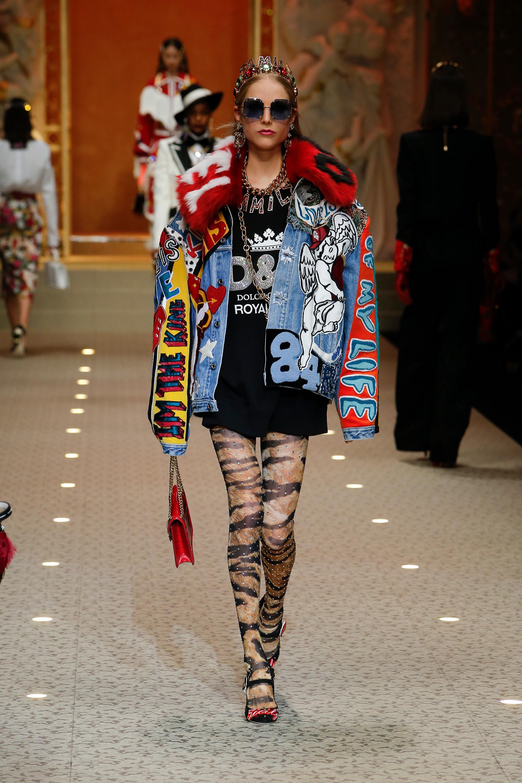 dolce-and-gabbana-fall-winter-2018-19-women-fashion-show-runway-59.jpg