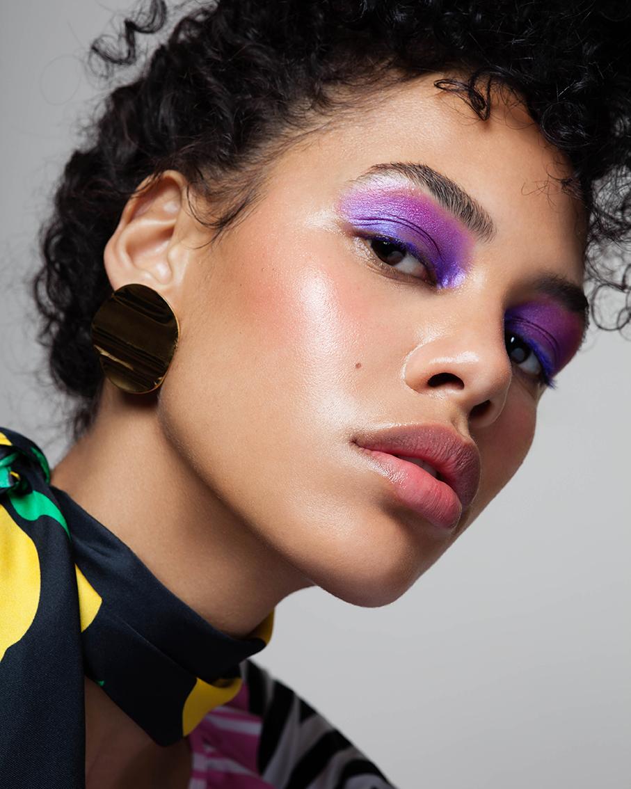 LOOK 3: - Øyne: Pigment, «Rich Purple» og «Creme de Violet» eyeshadow,MAC COSMETICS.Highlighter:Eye polish «Solar»RMS BEAUTY.Blush:Petal essence Face Accents, 181 Apricot Whisper, AVEDA.Lepper:Nourish Mint Renewing Lip Treatment,AVEDA.