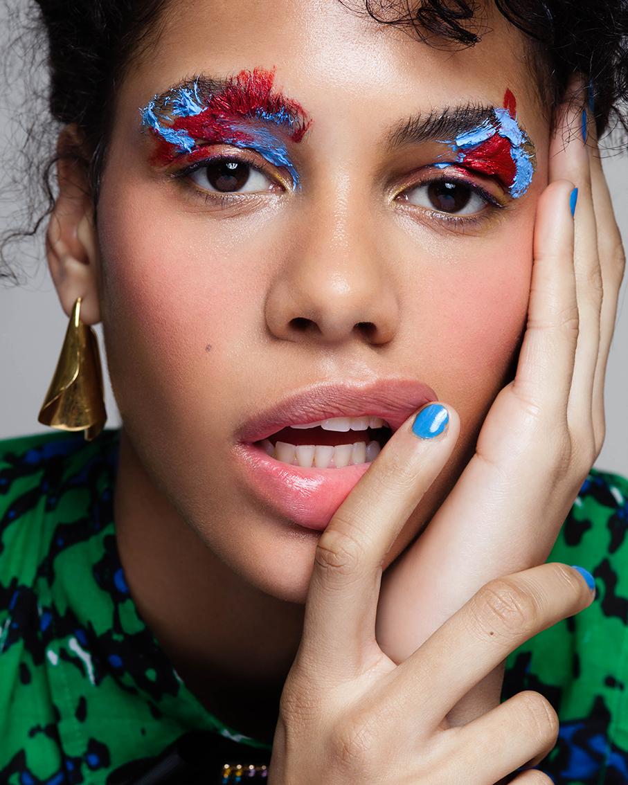 LOOK 6: - Øyne: Eyeliner Gel «79» og «70»,AMC.Blush: «It girl» Leppestift,GLO SKIN BEAUTY.