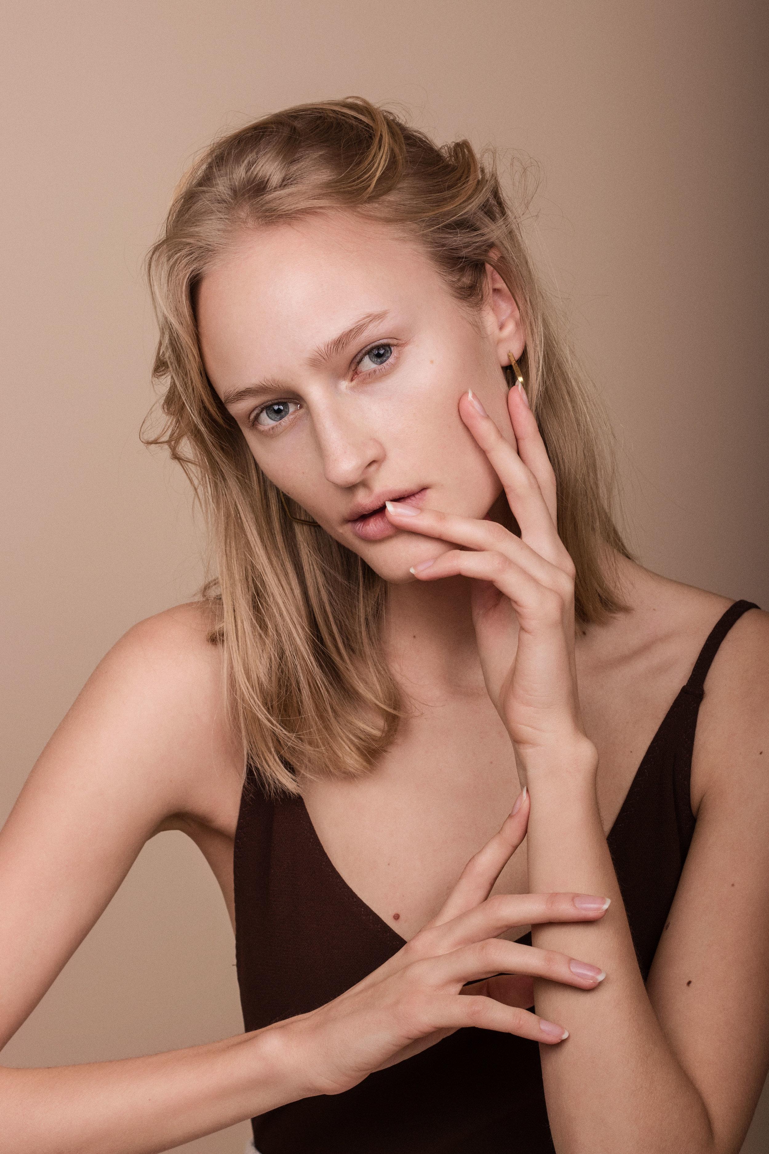 Body fra  H&M  Øredobber fra  Made