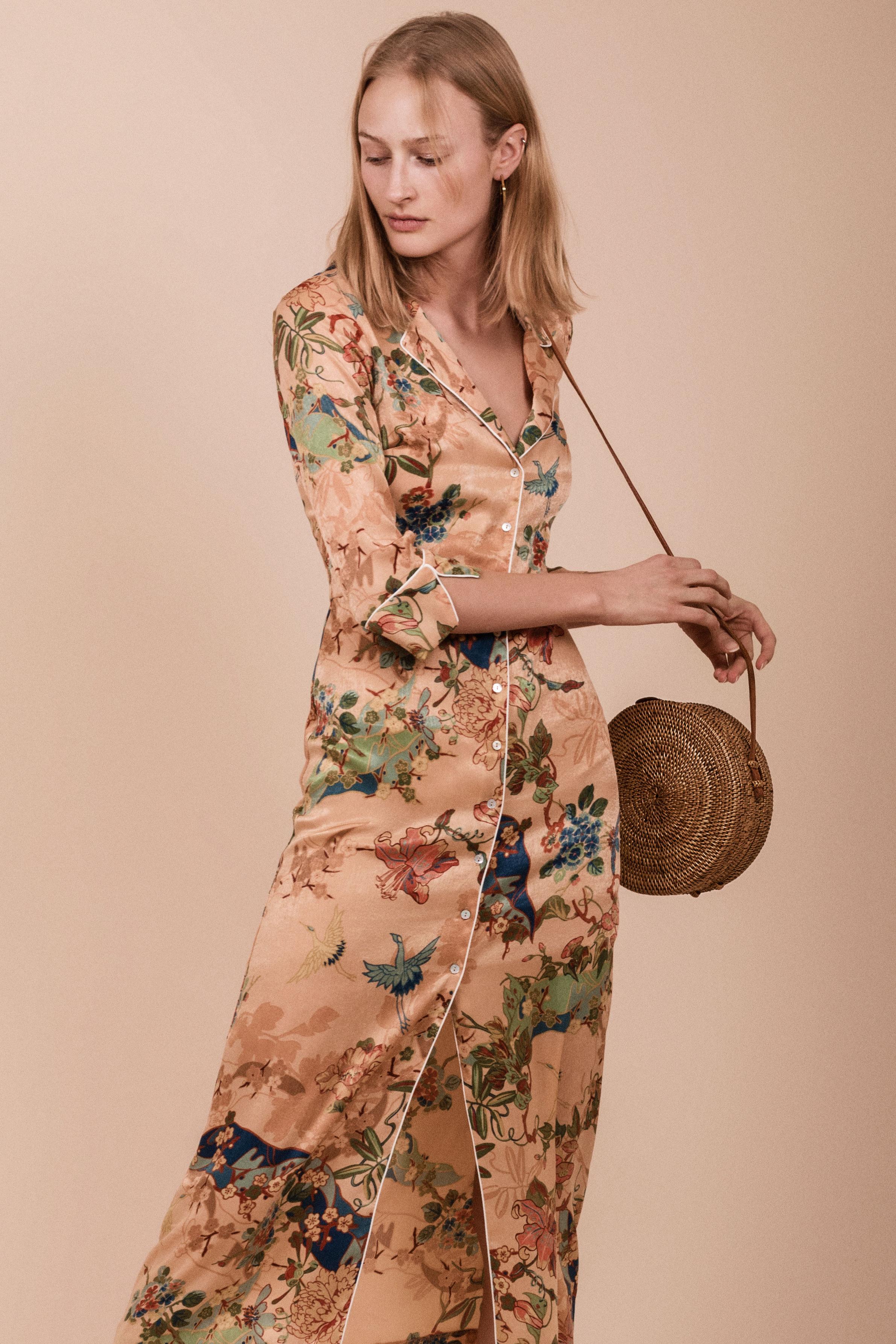 Kjole fra  Zara  Veske fra  Ubud Market  Øredobber fra  Made