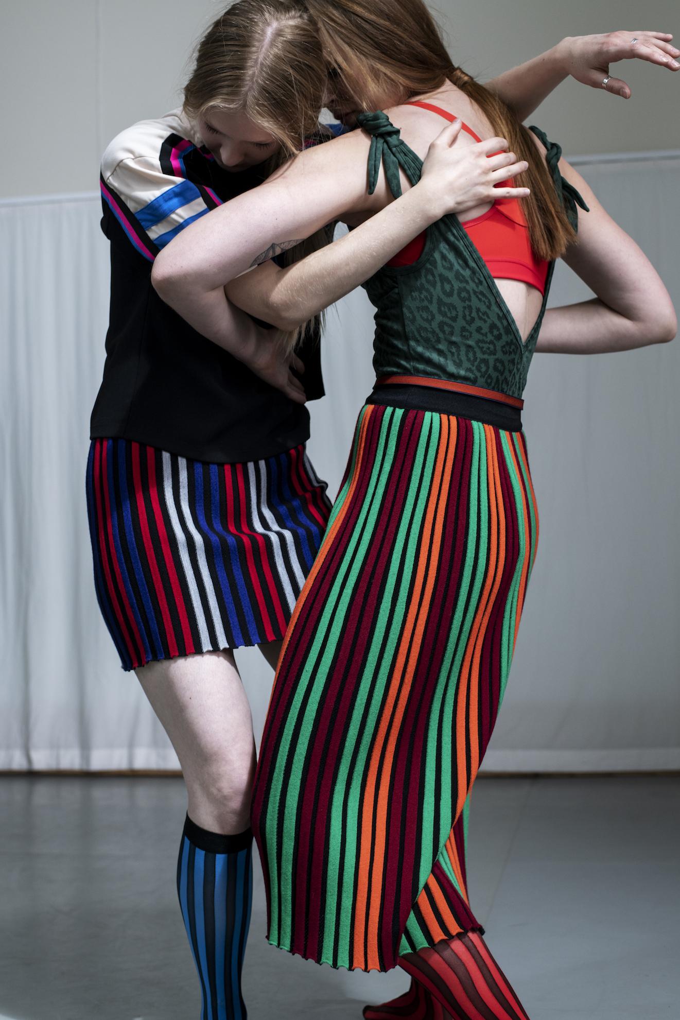 M: Topp: Adidas Originals Kjole: By Malene Birger Sokker: H&M A: Body: Love Stories Topp:Adidas by Stella McCartney Skjørt:By Malene Birger Sokker: H&M