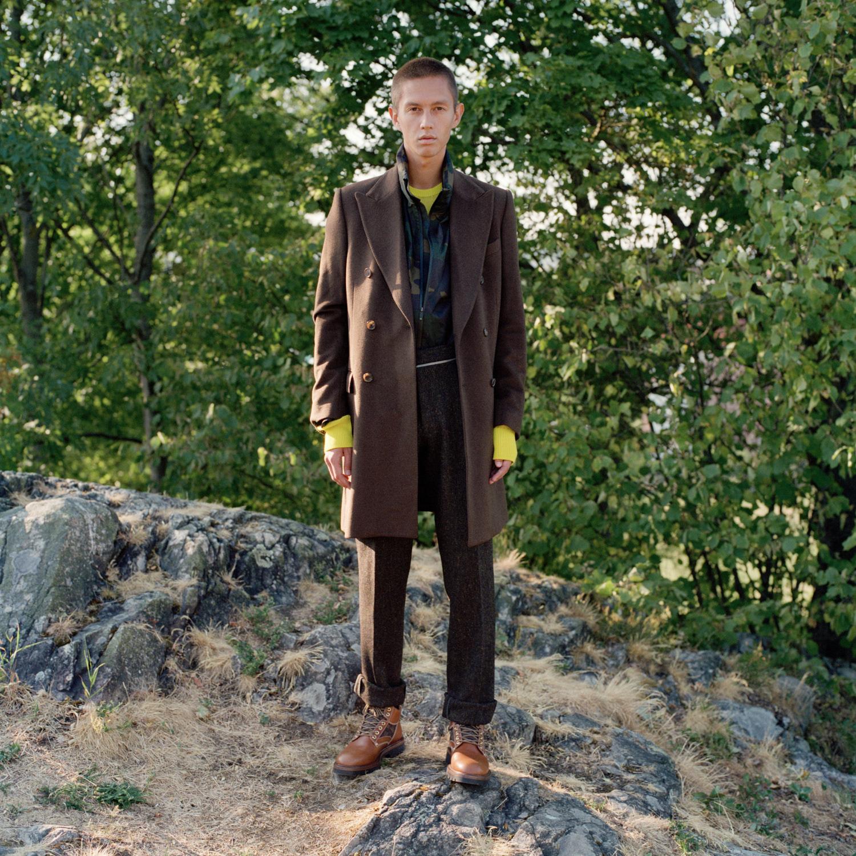 Frakk: Dolce & Gabbana /MA Men's Vintage Depot Regnjakke: Polo Ralph Lauren Gensar: COS Bukse: T-Michael Boots: Louis Vuitton