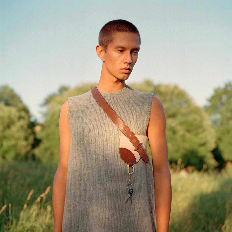 Vest: COS Veske: Dior / MA Vintage