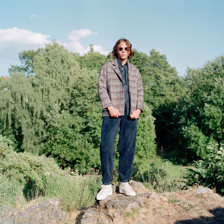 Jakke: Samsøe Samsøe Skjorte: Gucci /MA Men's Vintage Depot Bukse: Adidas Originals Sko: Diemme Solbriller: Thom Browne