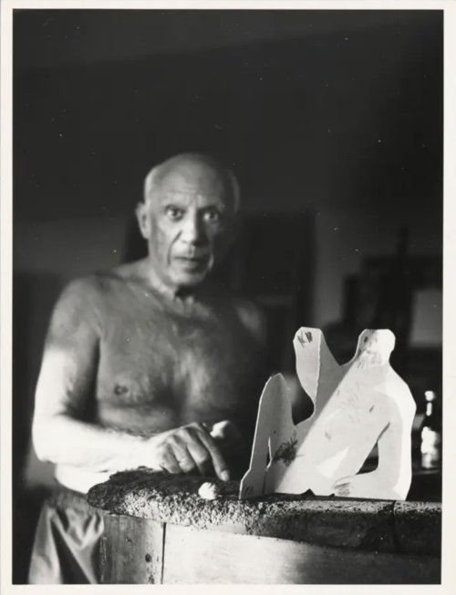 Picasso next to the cut and folded cardboard sculpture of a seated man for Le Déjeuner sur l'herbe  © RMN-Grand Palais (Musée national Picasso-Paris) / image RMN-GP © Succession Picasso/DACS 2020