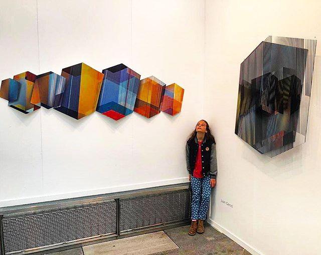 MADRID a tope 🧿 una semana desbordada en arte contemporaneo 😎 gracias a  @galeriakreisler  por  este booth tan cool en @artmadridferia  y a la art collector  atalanta #artmadrid #arco #arte #madrid #bienbuenopues #orianagutierrez #geometricpoetry #poesiageometrica #gerstl #gerstlart #juanandres #yasuficientehashtag
