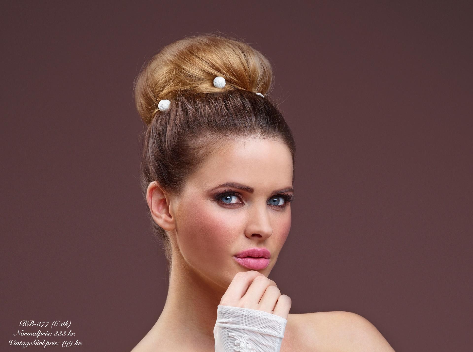 6 hårnåle med perler overtrukket med blonde. Normalpris: 333 kr. VintageGirl pris: 199 kr.