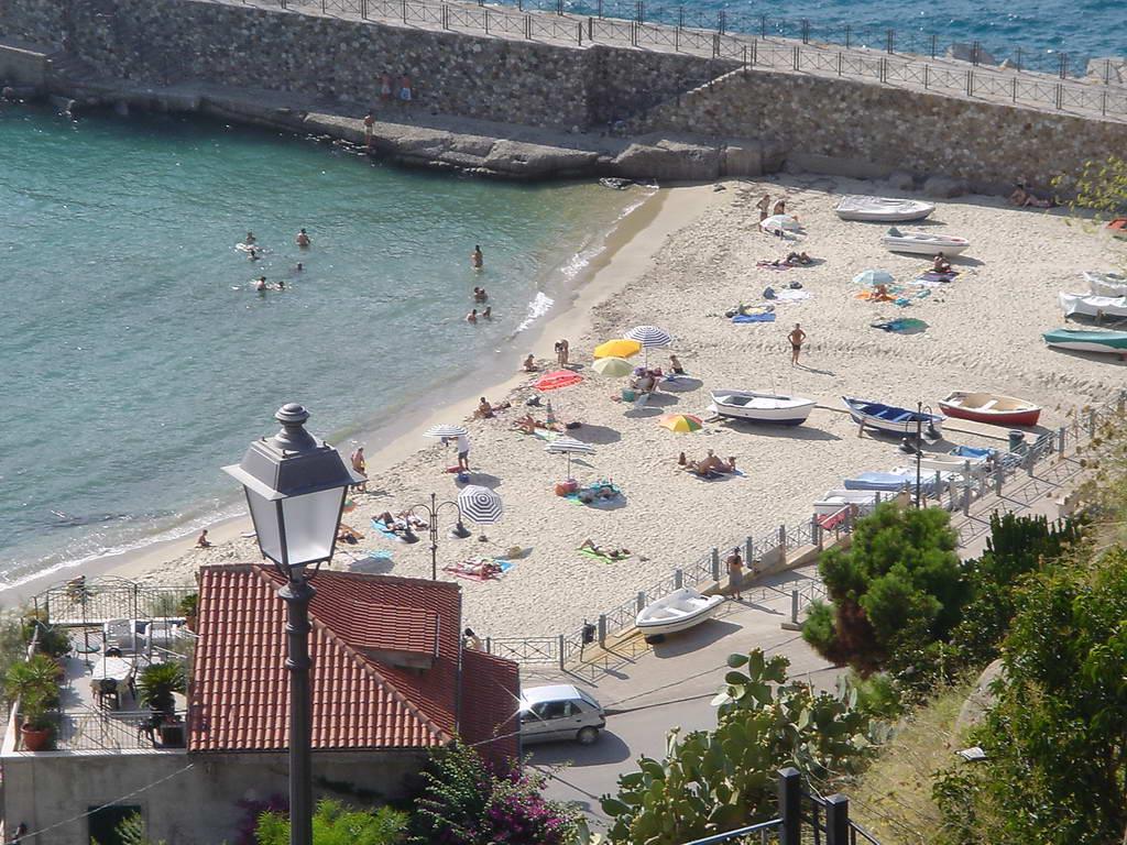 Pizzo Marina Beach.jpg