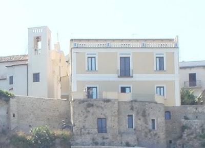 house+with+balcony+and+terrazzo.jpg