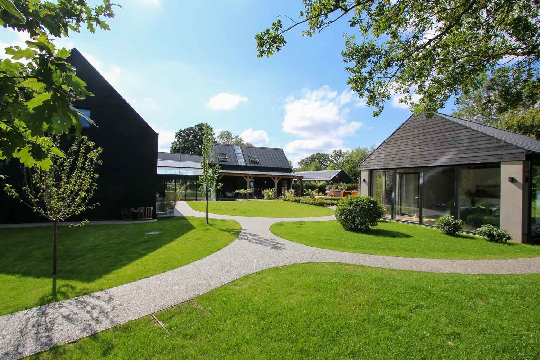 JDW+Contemporary+Building+External+LNB+Web-4879.jpg
