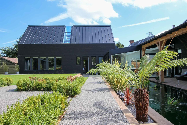 JDW+Contemporary+Building+External+LNB+Web-4824-3.jpg