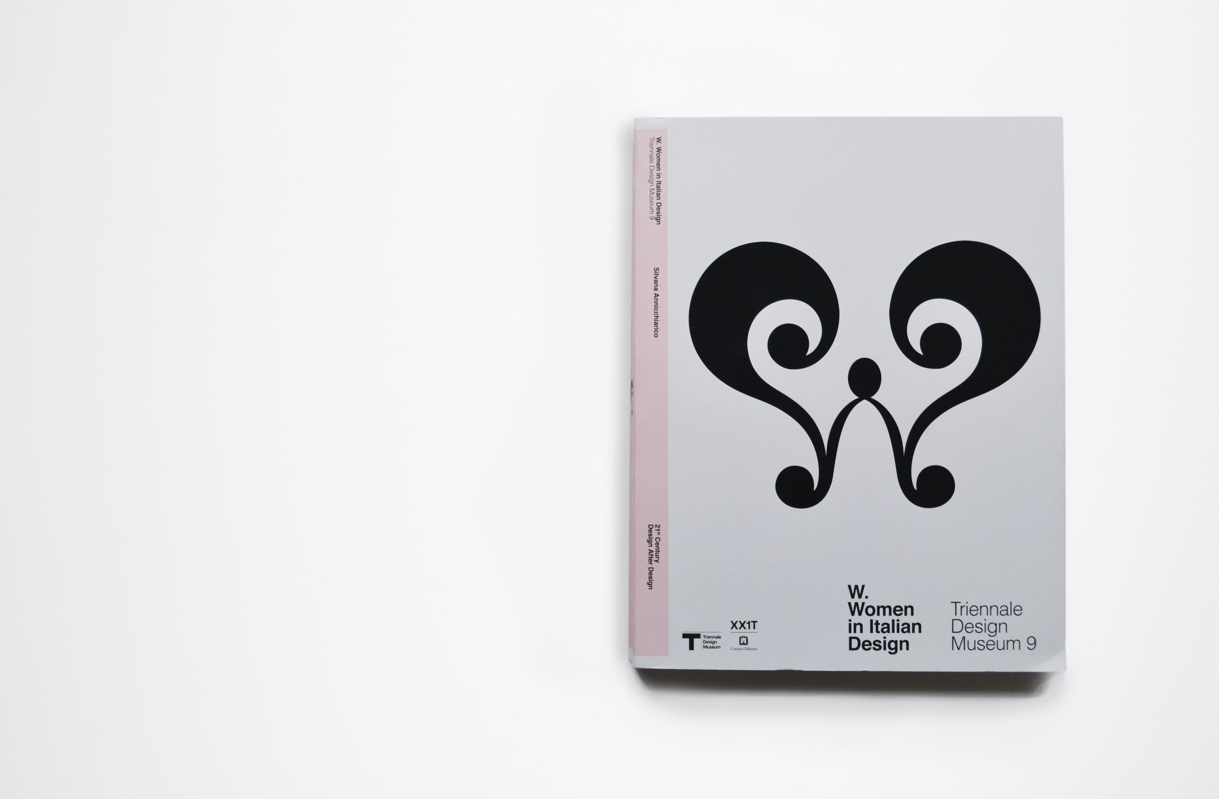 TriennaleDesignMuseum_Catalogue_WWomenInItalianDesign_01.jpg