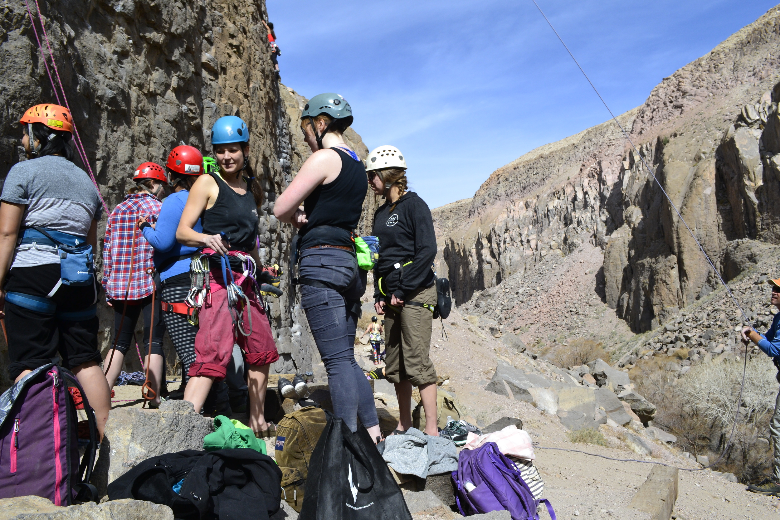 Cliffs coach Taylor Nystrom leads a clinic at the Owen's River Gorge, just outside of Bishop