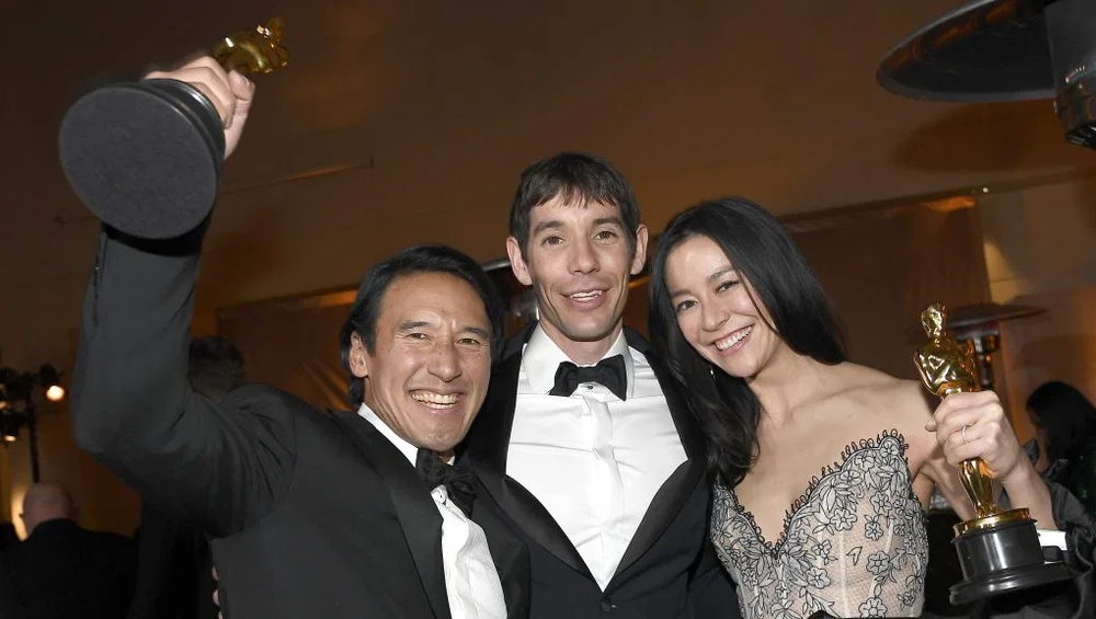 HOLLYWOOD, CALIFORNIA - FEBRUARY 24: Jimmy Chin, Alex Honnold, and Elizabeth Chai Vasarhelyi, winners of the Documentary (Feature) award for  Free Solo  // Photo by Kevork Djansezian of  Getty Images