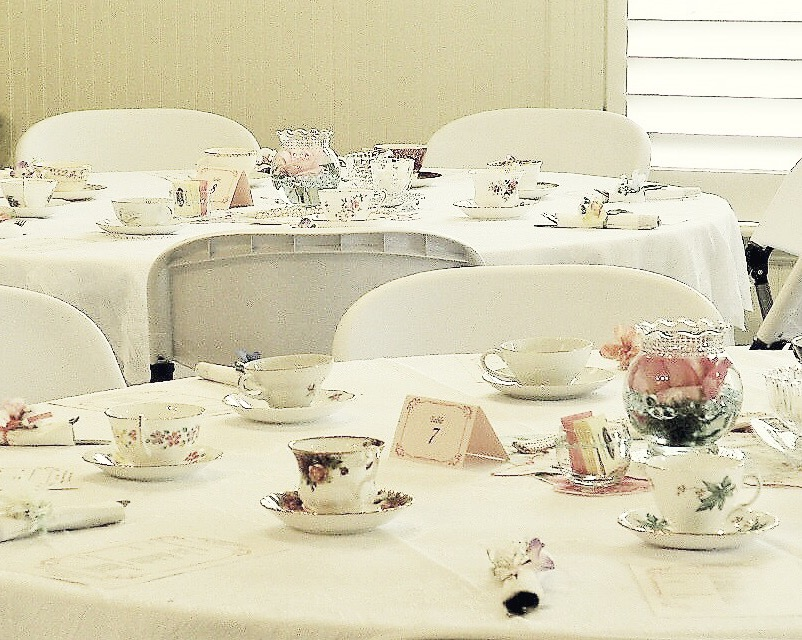 Vintage tea style decor for the special couples.