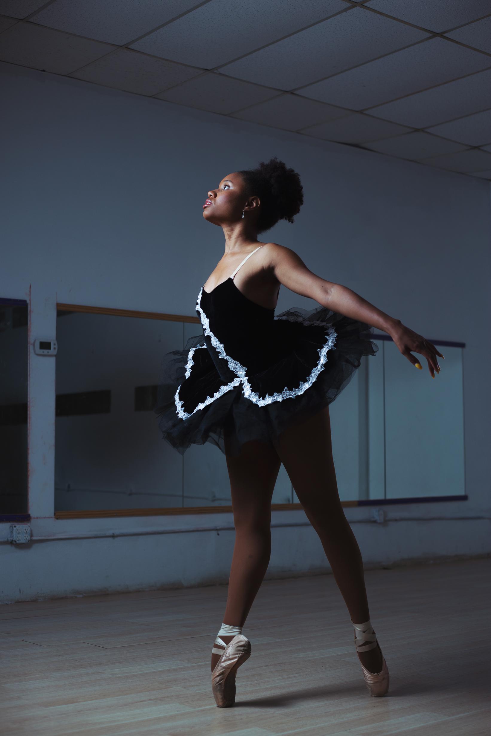 ballet-dancer-chamber-photographer-antoine-hart.jpg