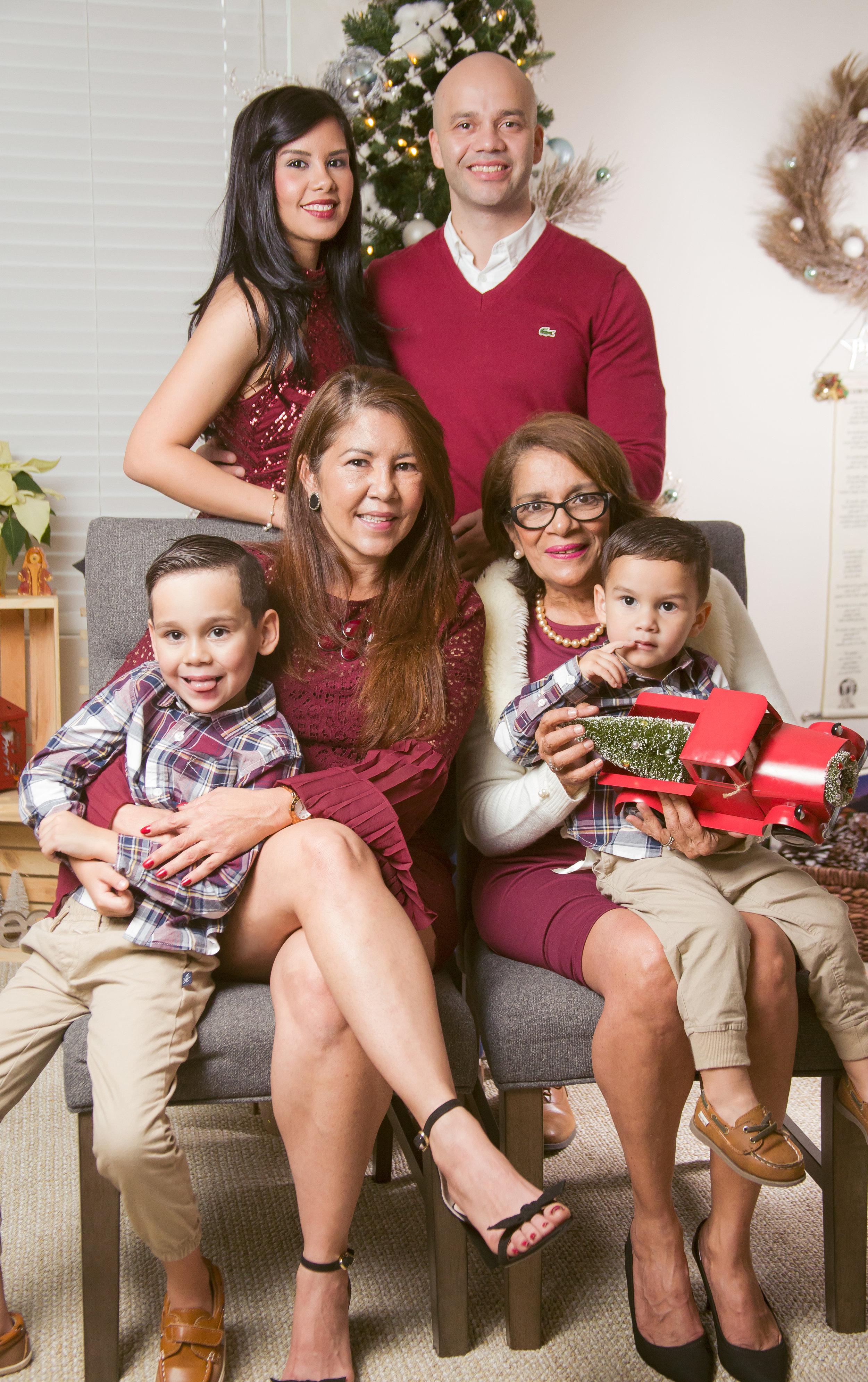 family-christmas-photo-chamber-photography-moments-antoine-hart.jpg