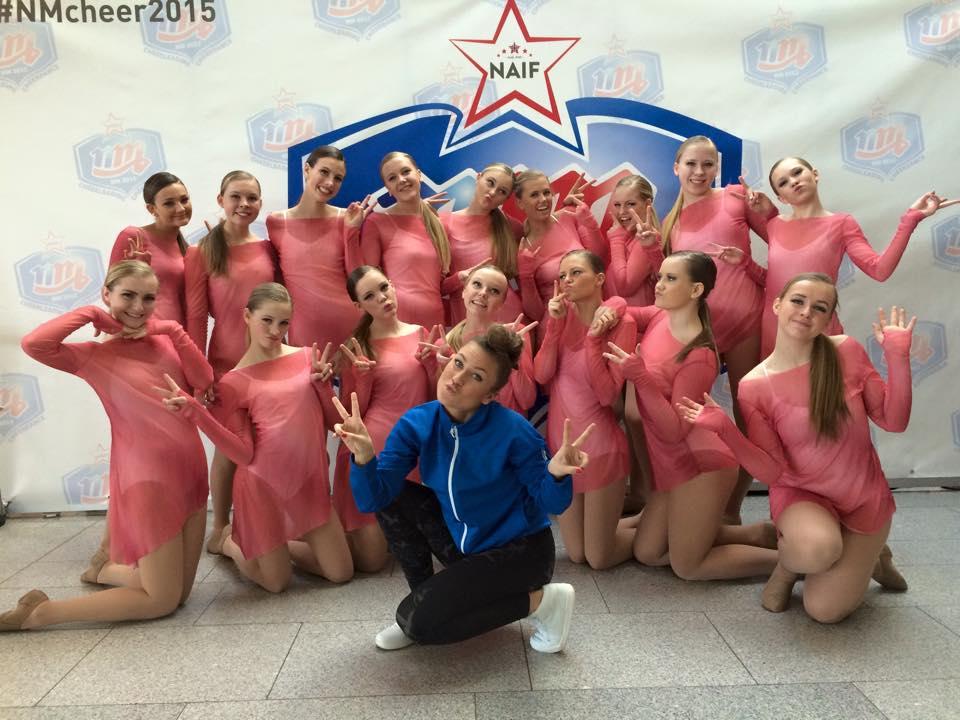 Studio3 Cheerdance Pom junior, etter å ha sikret seg sølv i NM 2015
