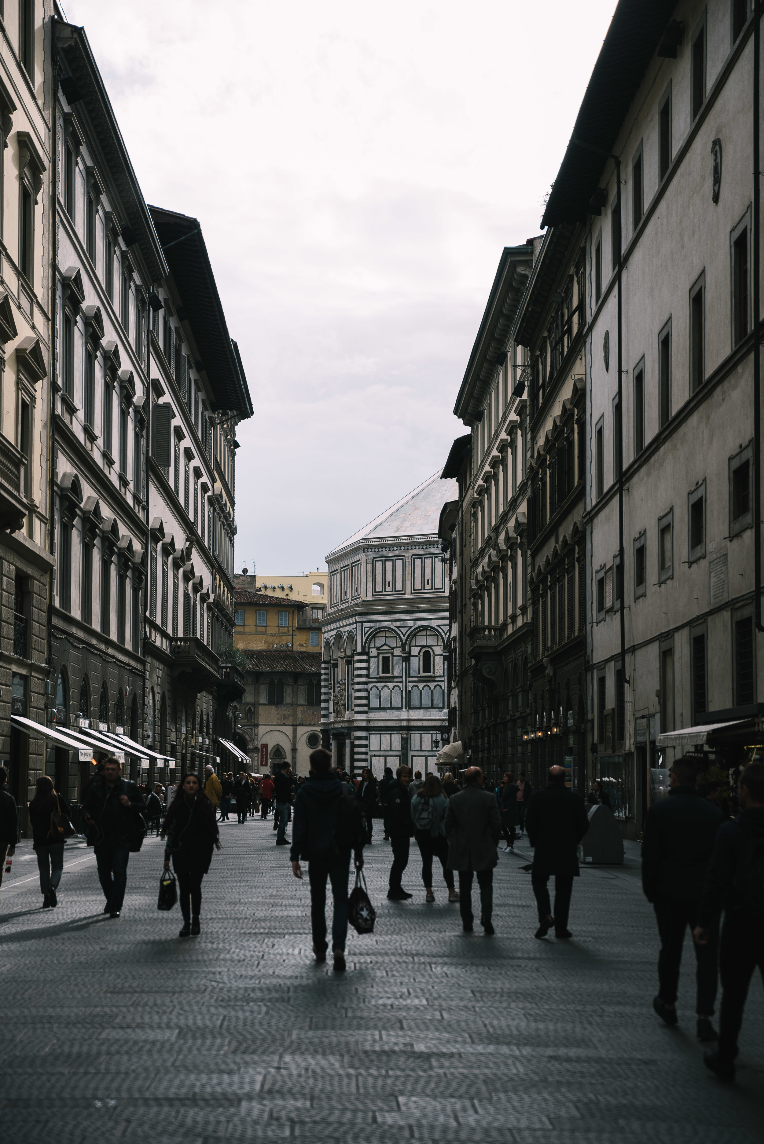 Crowded Florence Street.jpg