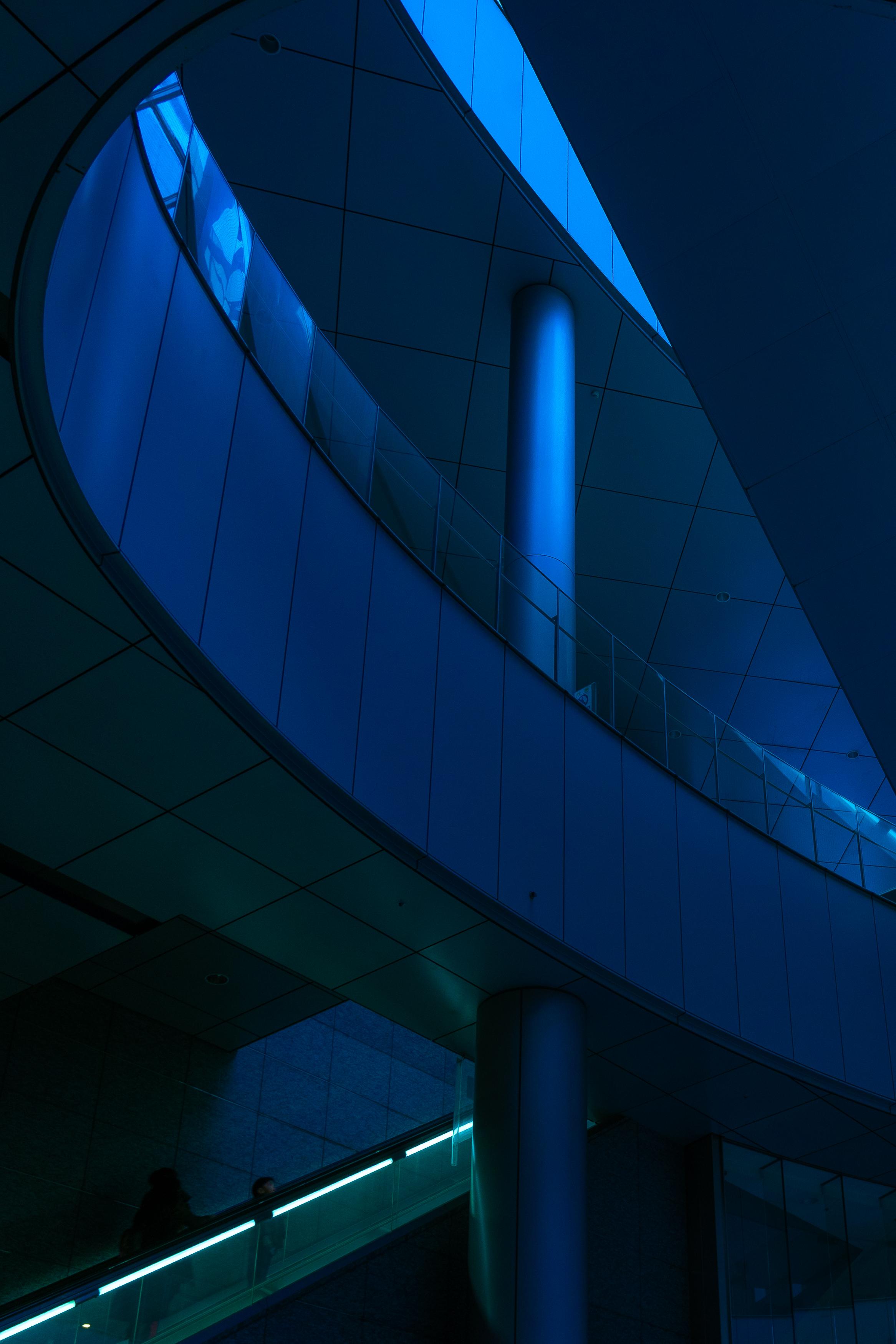 Monorail Station Tokyo.jpg