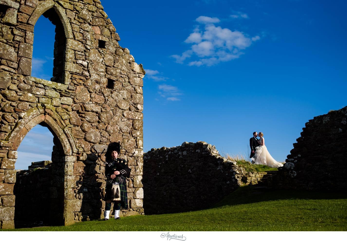 Balbegno_Dunnotar_Castle_Scottland_Wedding_03.jpg