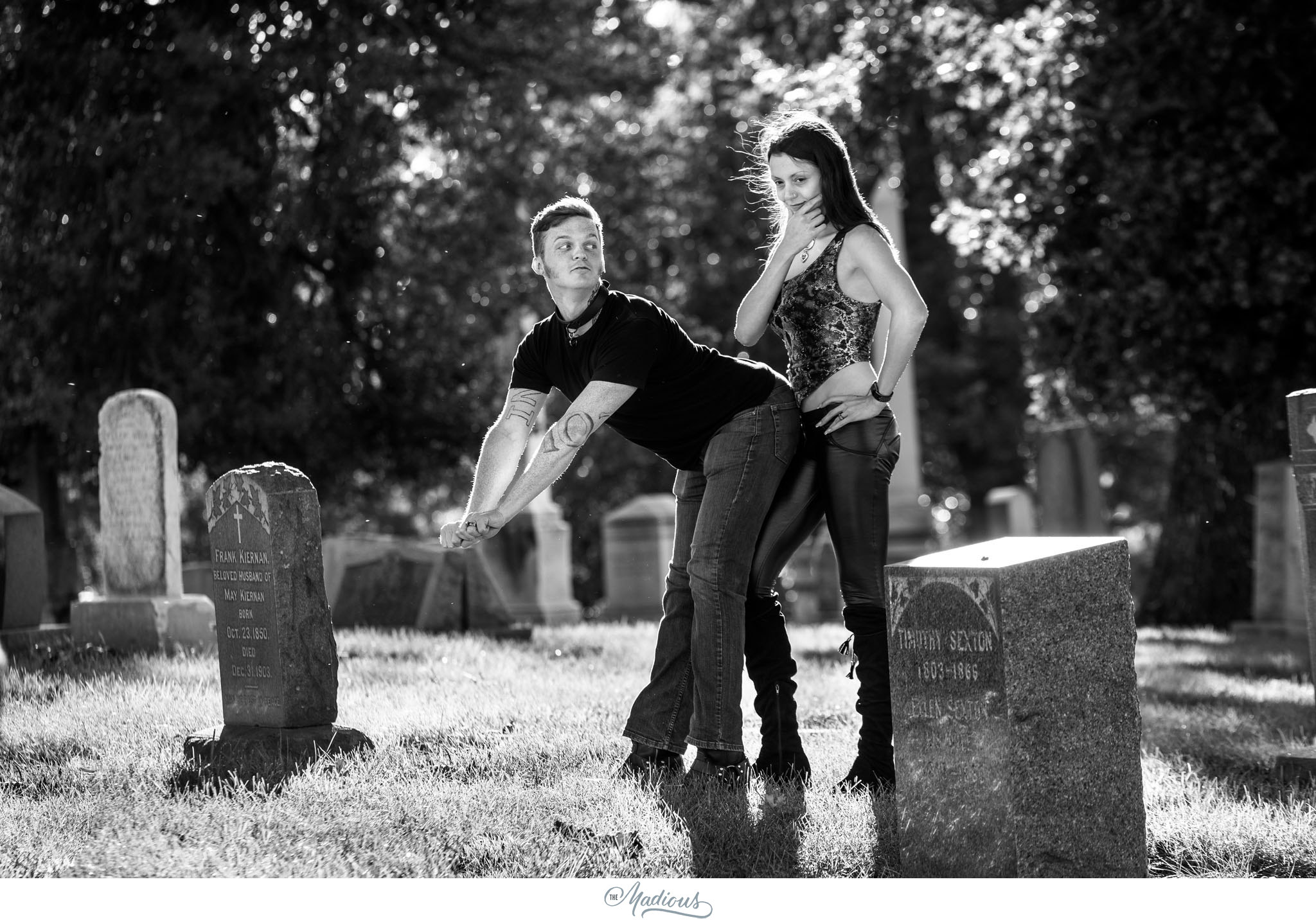 Cemetery engagement gothic photo_0015.JPG