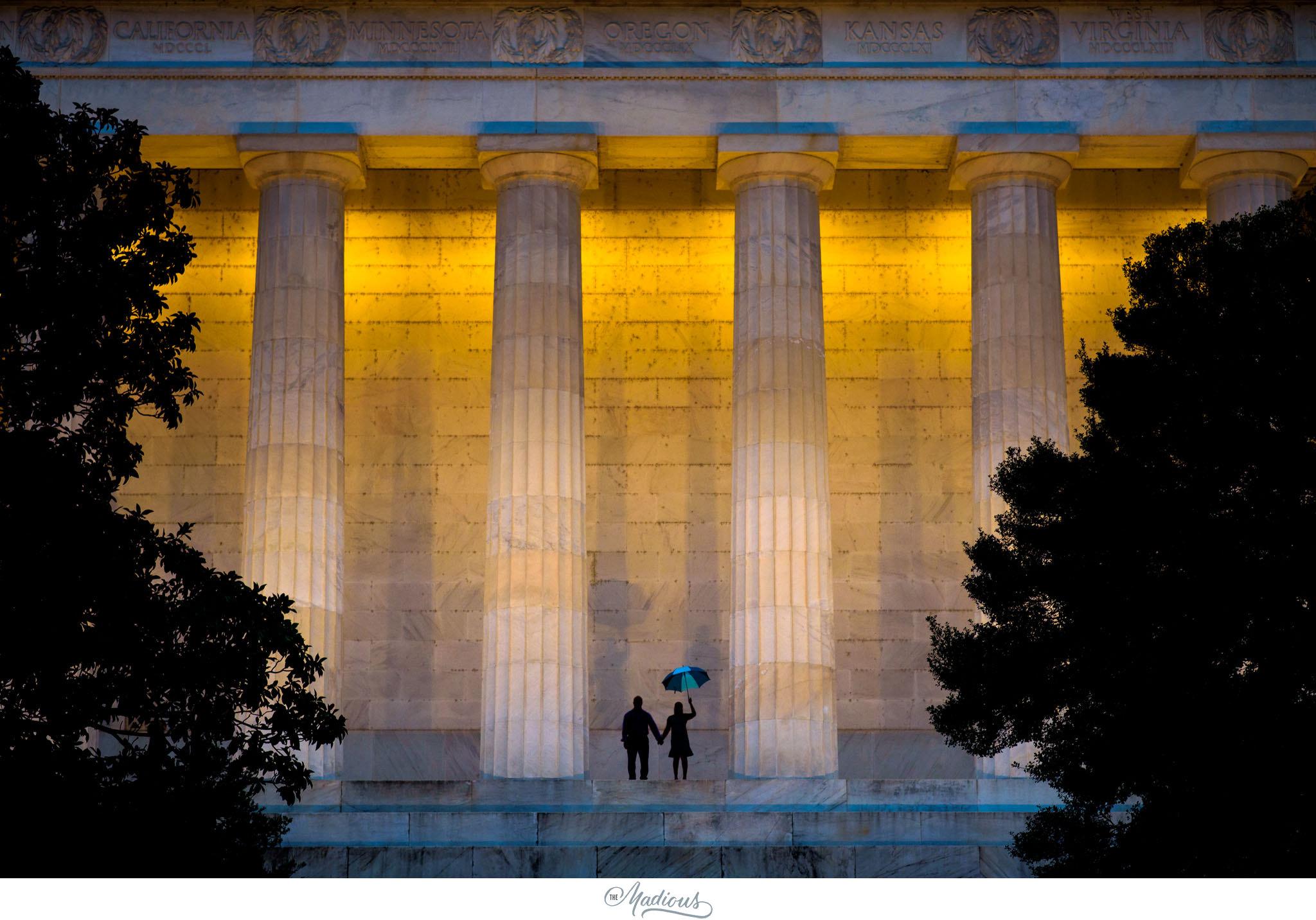 Rainy Lincoln Memorial Engagement session 0009.JPG