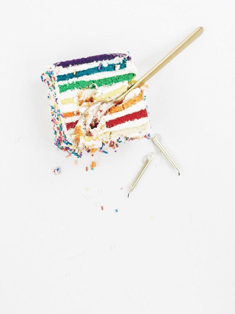 Wallpaper+Wednesday+The+Sunday+Issue+Birthday+Cake.jpg