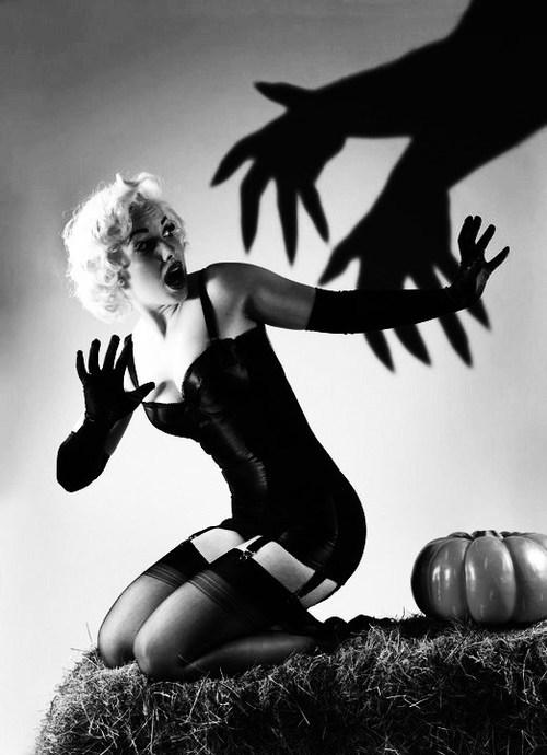 halloween-pinup.jpg