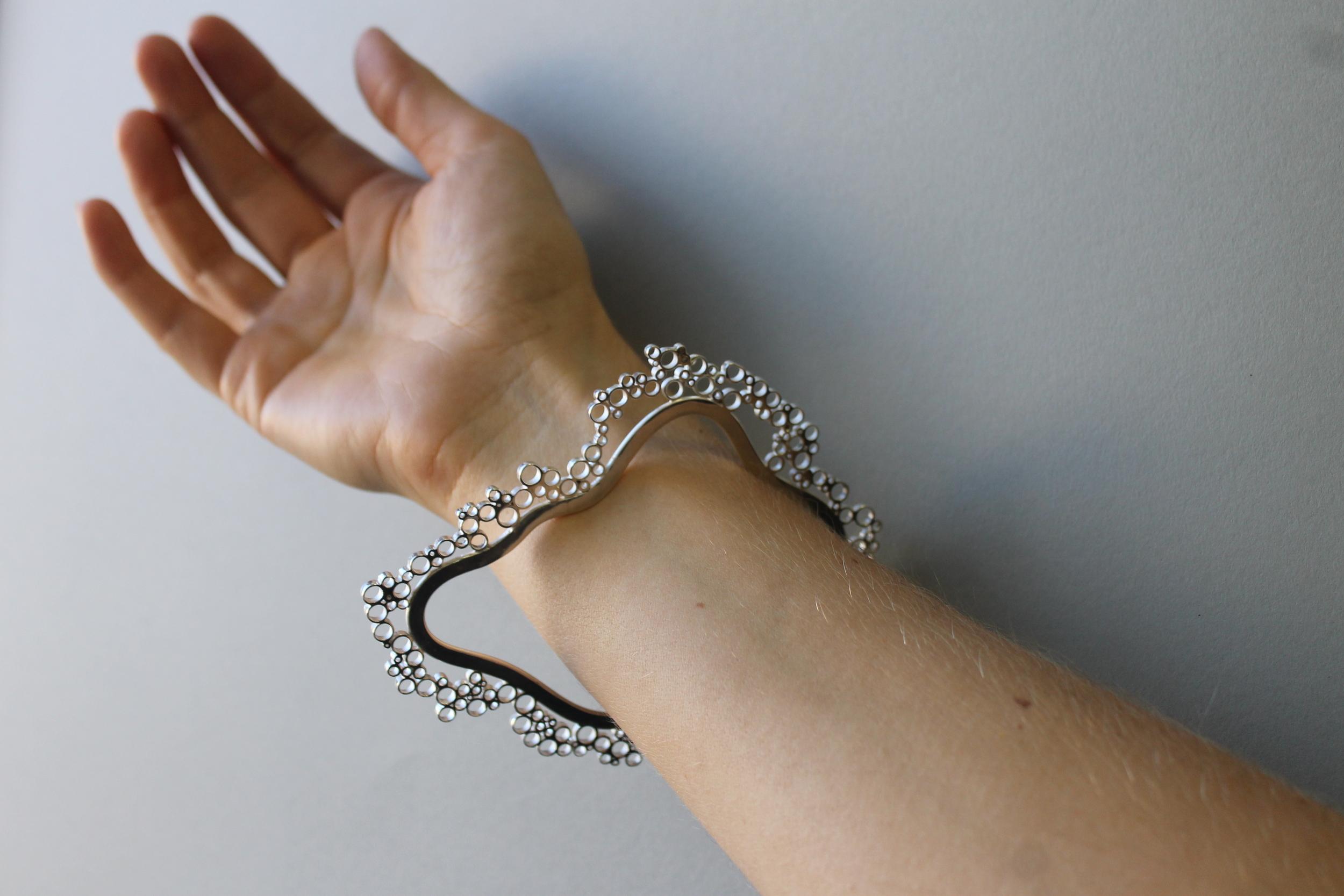 Fizz solid silver bangle