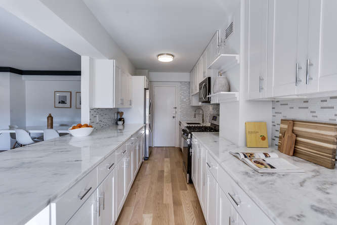 4201 Cathedral Ave NW 322W-small-027-7-Kitchen-666x446-72dpi.jpg