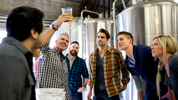Artisan beer brewer speaks to San Francisco tour.