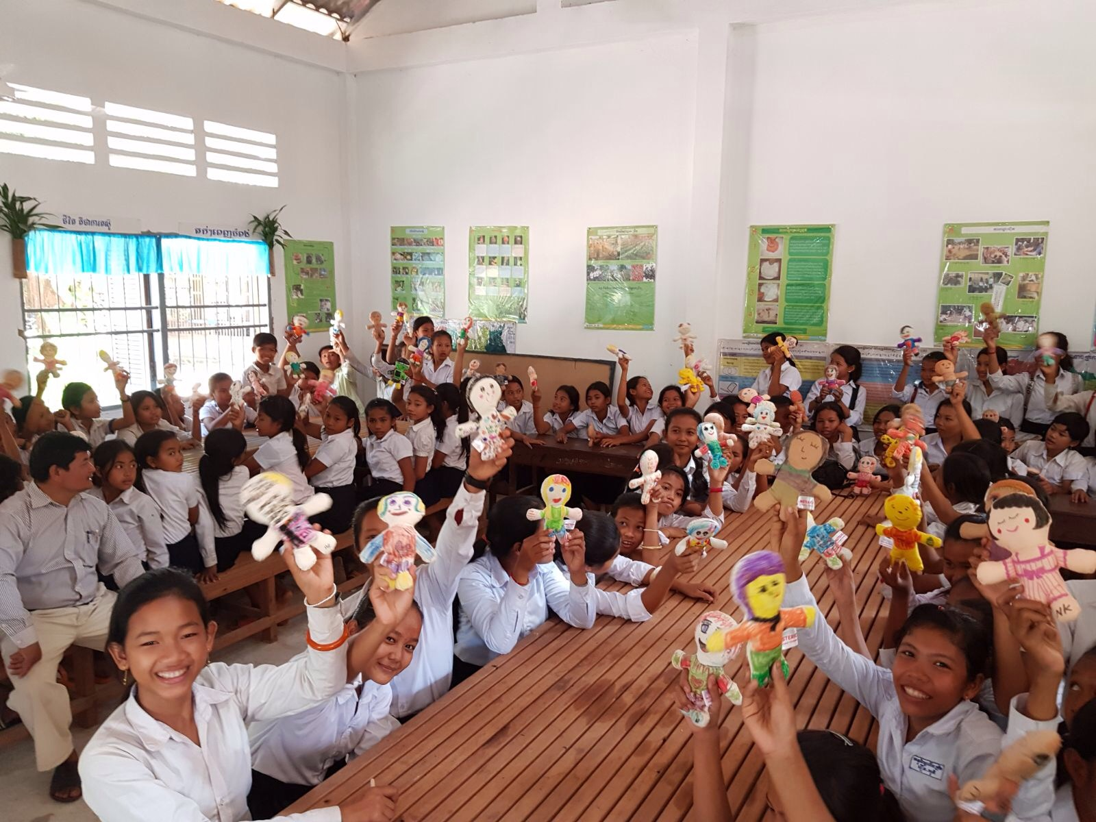 This week, our friend, Graciela from Italy traveled to Cambodia and gave the dolls to children in SRET school as the holiday gifts. (the school supported by the FWE-Cambodia project, the Siem Reap area).  Loos at all the smiles!  Check out the album to see more photos:https://www.msterio.org/events-2/  Thank you, Graciela for making it happen.